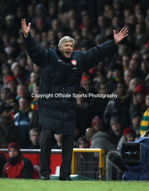 13/12/2010 - Barclays Premier League - Manchester United vs. Arsenal - Arsenal manager Arsene Wenger shouts - Photo: Simon Stacpoole / Offside.