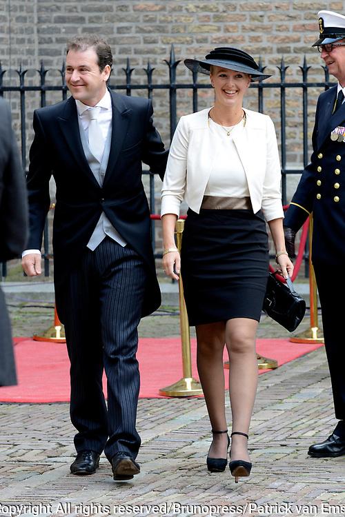 Prinsjesdag 2013 - Aankomst Parlementari&euml;rs bij de Ridderzaal op het Binnenhof.<br /> <br /> Op de foto:  vicepremier Lodewijk Asscher - Minister van SZW en partner