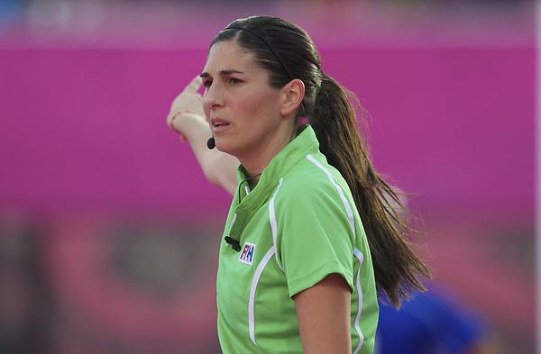LONDON - Olympische Spelen 2012.women match.Belgium v Great Britain..Foto:Umpire C de la Fuenta..FFU PRESS AGENCY COPYRIGHT Frank Uijlenbroek.