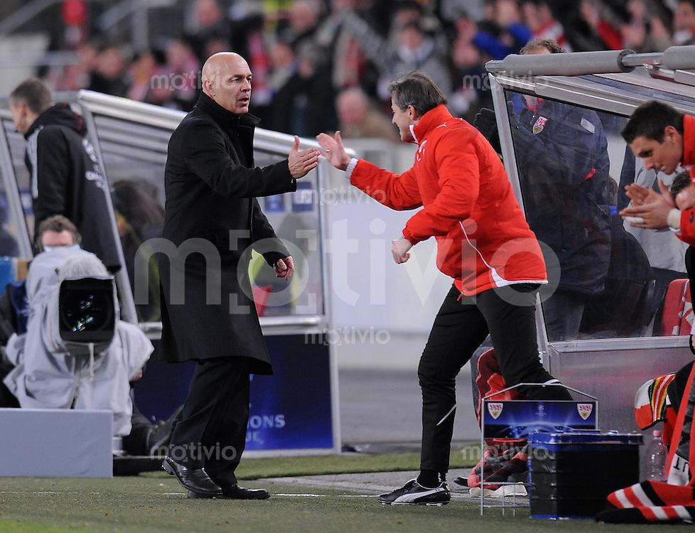 FUSSBALL  International  Champions League  SAISON 2009/2010   09.12.2009 VfB Stuttgart - FC Unirea Urziceni VfB Trainer Christian Gross (li) Shake Hands mit Co Trainer Jens Keller