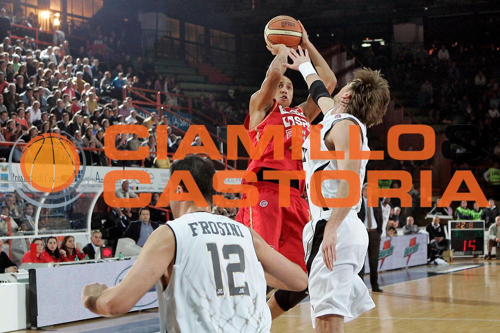 DESCRIZIONE : Caserta Lega A1 2008-09 Eldo Caserta Scavolini Spar Pesaro<br /> GIOCATORE : Carlton Myers<br /> SQUADRA : Scavolini Spar Pesaro<br /> EVENTO : Campionato Lega A1 2008-2009 <br /> GARA : Eldo Caserta Scavolini Spar Pesaro<br /> DATA : 10/12/2008 <br /> CATEGORIA : Tiro<br /> SPORT : Pallacanestro <br /> AUTORE : Agenzia Ciamillo-Castoria/A.De Lise<br /> Galleria : Lega Basket A1 2008-2009 <br /> Fotonotizia : Caserta Campionato Italiano Lega A1 2008-2009 Eldo Caserta Scavolini Spar Pesaro<br /> Predefinita :