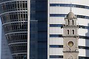 Moschee vor Hochhaus Sail Tower (Beit HaMifras), Haifa, Israel.|.Mosque and high rise building Sail Tower (Beit HaMifras), Haifa, Israel.