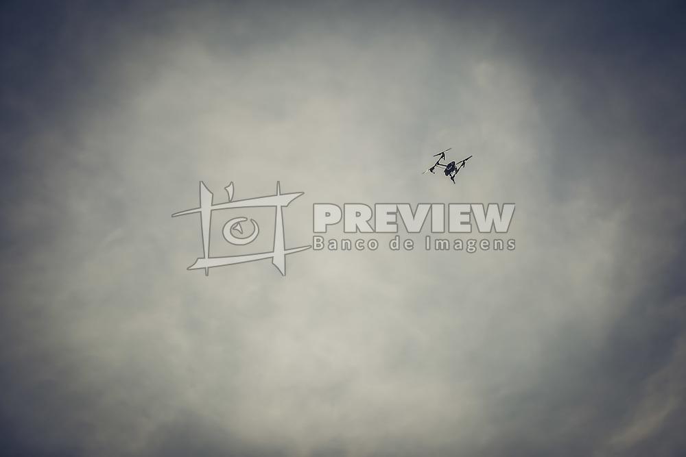 Drone Inspire 1, fabricado pela DJI sobrevoa o clube Veleiros do Sul, em Porto Alegre-RS. FOTO: Emmanuel da Rosa / Agência Preview