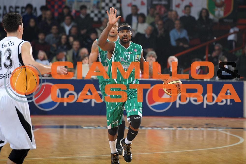 DESCRIZIONE : Caserta Lega A 2009-10 Pepsi Caserta Air Avellino<br /> GIOCATORE : Dee Brown<br /> SQUADRA : Pepsi Caserta Air Avellino<br /> EVENTO : Campionato Lega A 2009-2010 <br /> GARA : Pepsi Caserta Air Avellino<br /> DATA : 18/04/2010<br /> CATEGORIA : Palleggio Schema<br /> SPORT : Pallacanestro <br /> AUTORE : Agenzia Ciamillo-Castoria/GiulioCiamillo<br /> Galleria : Lega Basket A 2009-2010 <br /> Fotonotizia : Caserta Campionato Italiano Lega A 2009-2010 Pepsi Caserta Air Avellino<br /> Predefinita :