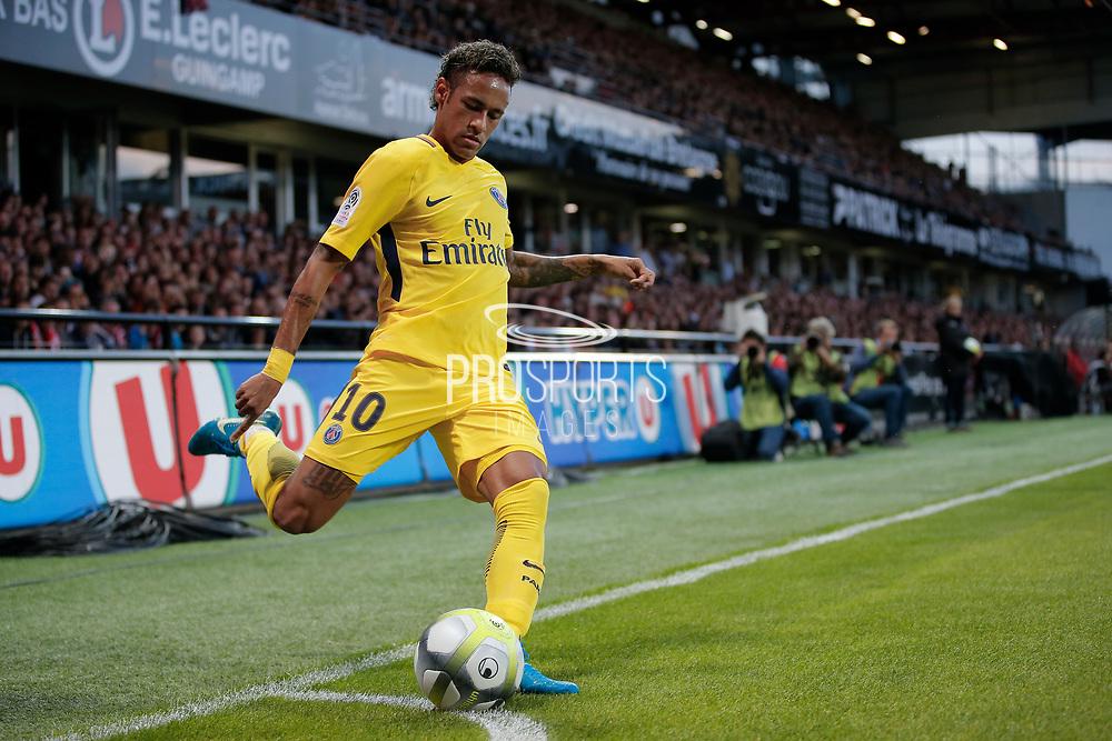 Neymar da Silva Santos Junior - Neymar Jr (PSG) kicked it first corner during the French championship L1 football match between EA Guingamp v Paris Saint-Germain, on August 13, 2017 at the Roudourou stadium in Guingamp, France - Photo Stephane Allaman / ProSportsImages / DPPI