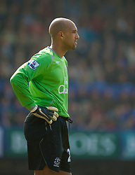 PORTSMOUTH, ENGLAND - Saturday, March 21, 2009: Everton's goalkeeper Tim Howard looks dejected after conceding the equaliser to Portsmouth during the Premiership match at Fratton Park. (Photo by David Rawcliffe/Propaganda)