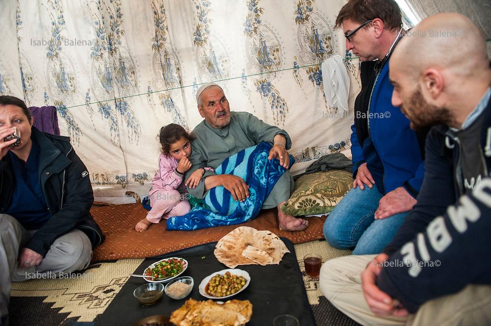 Time4life, organizzazione di volontariato italiana operante in Siria nel campo profughi di Bab al Salam, presso Azaz. Time4life Italian humanitarian organization operating in Syria at the refugee camp Bab al Salam, close to Azaz. Firas Mourad, Renato De Fazio and Stefania