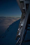 Stairway to (winter) heaven! Treppe in den winterlichen Himmel über dem dichten Nebel. Une échelle vers le ciel. Moléson, hiver 2010. © Romano P. Riedo