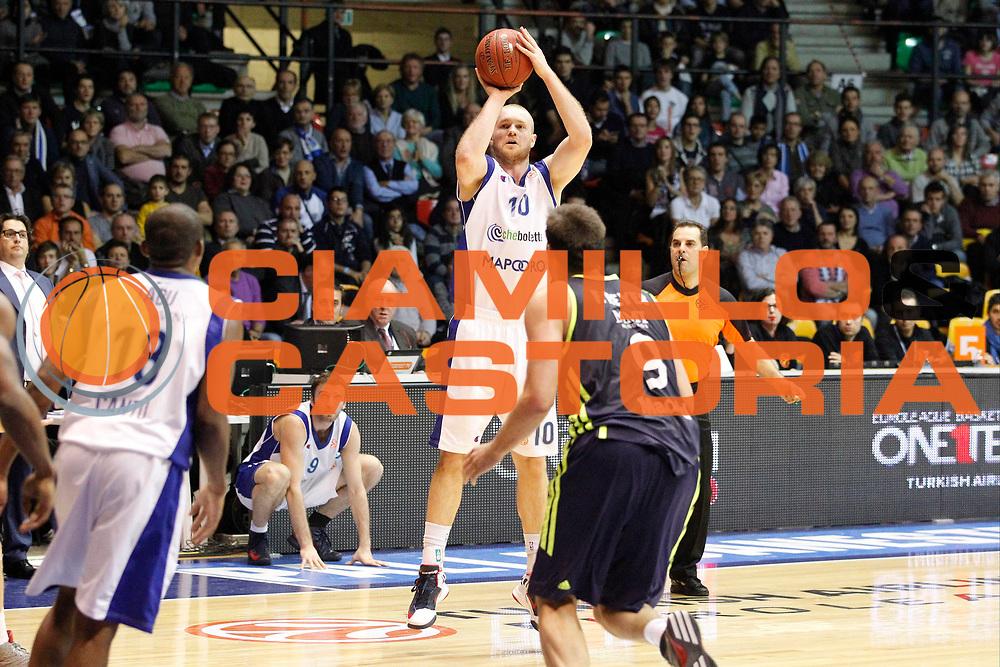 DESCRIZIONE : Desio Eurolega Eurolegue 2012-13 Mapooro Cantu Real Madrid<br /> GIOCATORE : Maarten Leunen<br /> SQUADRA : Mapooro Cantu<br /> CATEGORIA : Tiro Three Points<br /> EVENTO : Eurolega 2012-2013<br /> GARA : Mapooro Cantu Real Madrid<br /> DATA : 06/12/2012<br /> SPORT : Pallacanestro<br /> AUTORE : Agenzia Ciamillo-Castoria/G.Cottini<br /> Galleria : Eurolega 2012-2013<br /> Fotonotizia : Desio Eurolega Eurolegue 2012-13 Mapooro Cantu Real Madrid<br /> Predefinita :
