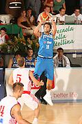 DESCRIZIONE : Bormio Torneo Internazionale Gianatti Finale Italia Croazia <br /> GIOCATORE : Marco Belinelli<br /> SQUADRA : Nazionale Italia Uomini <br /> EVENTO : Bormio Torneo Internazionale Gianatti <br /> GARA : Italia Croazia<br /> DATA : 04/08/2007 <br /> CATEGORIA : Tiro<br /> SPORT : Pallacanestro <br /> AUTORE : Agenzia Ciamillo-Castoria/G.Cottini<br /> Galleria : Fip Nazionali 2007 <br /> Fotonotizia : Bormio Torneo Internazionale Gianatti Finale Italia Croazia<br /> Predefinita :