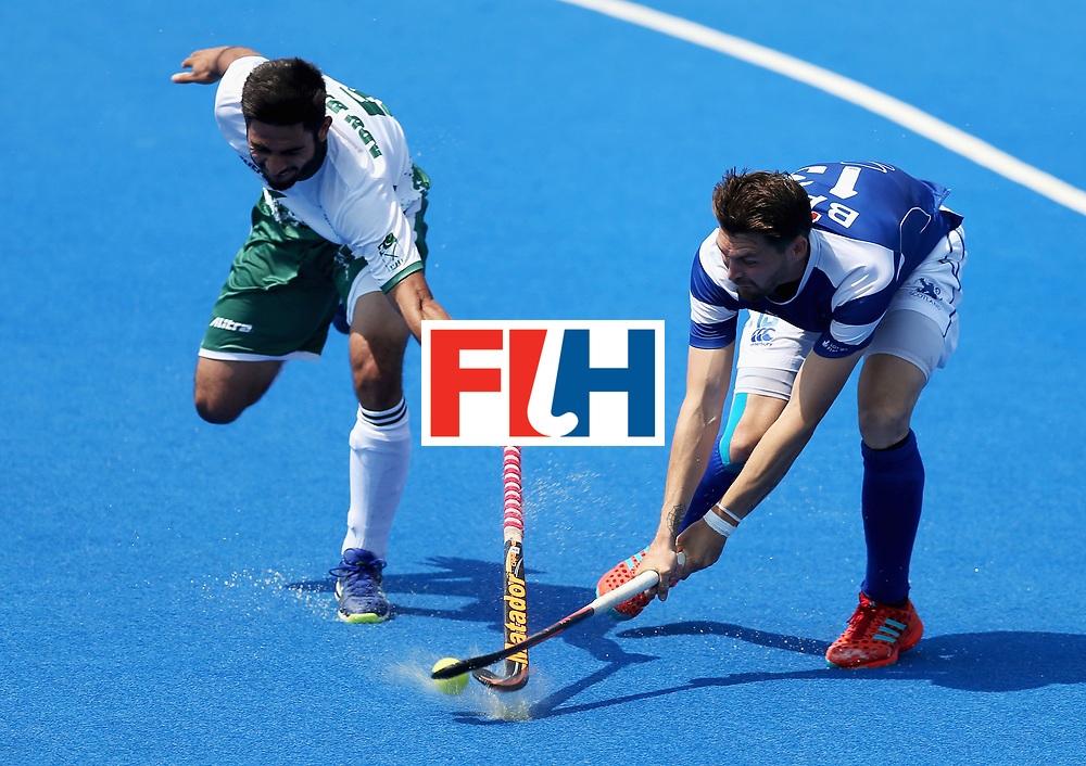 LONDON, ENGLAND - JUNE 19: Kenny Bain of Scotland and Abu Mahmood of Pakistan battle for possession during the Pool B match between Scotland and Pakistan on day five of Hero Hockey World League Semi-Final at Lee Valley Hockey and Tennis Centre on June 19, 2017 in London, England.  (Photo by Alex Morton/Getty Images)