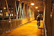 France. Paris 4th district. Bastille, Arsenal port .  metallic overpass over the  Canal de la Bastille / passerelle pietonne.  canal de la Bastille et port de l Arsenal
