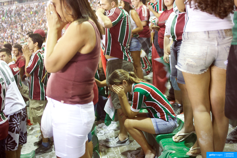 Fluminense fans can't bear to watch as their side prepare to take a penalty during the Fluminense V Sao Paulo, Futebol Brasileirao  League match  which ended in a 2-2 draw. The penalty was missed by striker Washington at the Jornalista Mário Filho. Maracana Stadium, Rio de Janeiro,  Brazil. 29th August 2010. Photo Tim Clayton.