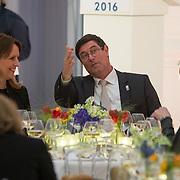 NLD/Amsterdam/20160126 - Microsoft-oprichter Bill Gates houdt een speech in het Stedelijk Museum. Hij is door staatssecretaris Sander Dekker (Onderwijs) uitgenodigd in het kader van het Nederlandse EU-voorzitterschap. De speech gaat over het belang van de toegankelijkheid van onderzoeksresultaten, Astir Magnusdottir
