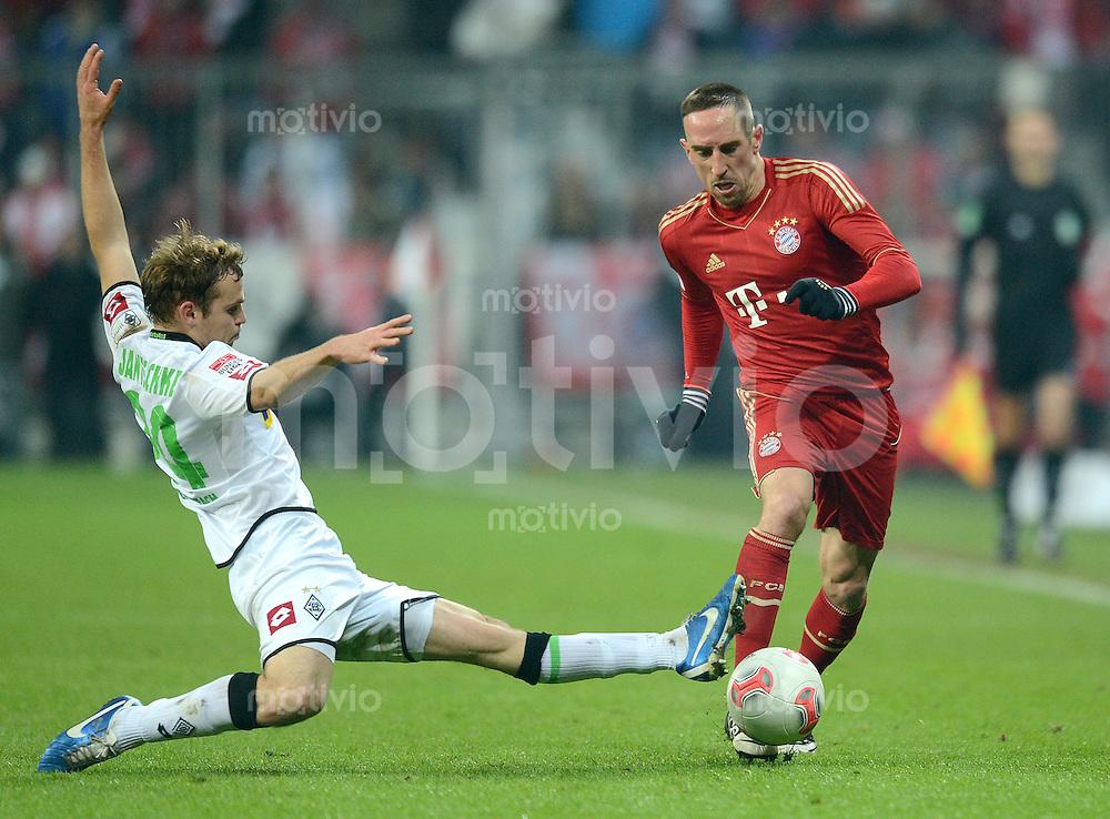 FUSSBALL   1. BUNDESLIGA  SAISON 2012/2013   17. Spieltag FC Bayern Muenchen - Borussia Moenchengladbach    14.12.2012 Tony Jantschke (li, Borussia Moenchengladbach) gegen Franck Ribery (FC Bayern Muenchen)