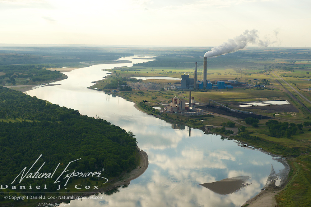 Coal fired power plant along the banks of the Missouri River, North Dakota