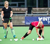 Amstelveen - nieuwe aanwinsten , Daphne van der Vaart  en Pamela Raaff, tijdens de training van Pinoke Dames I, naar aanloop van de hoofdklasse hockey competitie. COPYRIGHT KOEN SUYK
