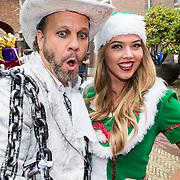 NLD/Amsterdam/20170925 - Presentatie A Christmas Carol 2017, Carlo Boszhard en elfje in groene jurk