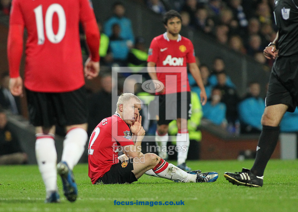 Picture by MIchael Sedgwick/Focus Images Ltd. 07900 363072.02/04/12.Paul Scholes of Manchester United gets a free kick after an accidental smack in the jaw during the Barclays Premier League match against Blackburn Rovers at the Ewood Park stadium, Blackburn.
