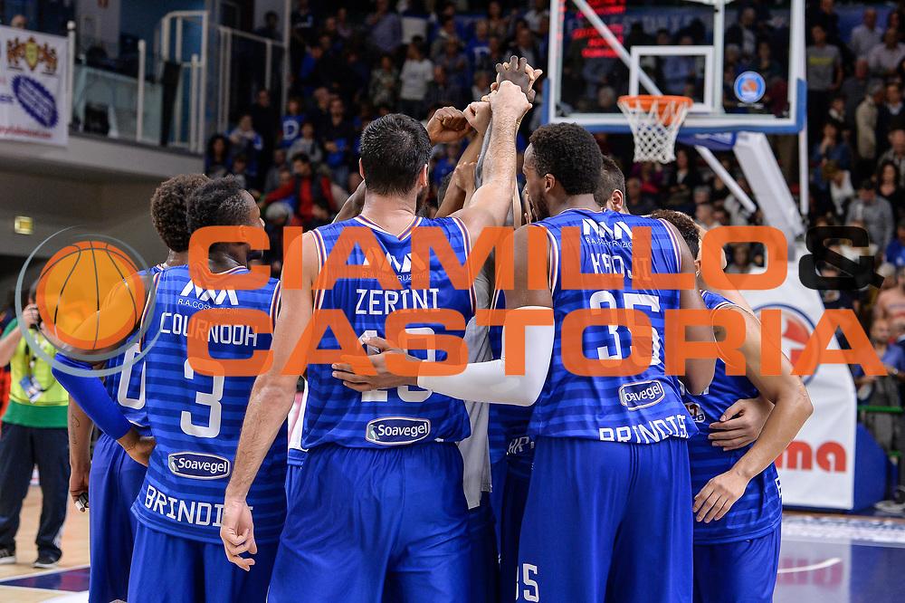 DESCRIZIONE : Beko Legabasket Serie A 2015- 2016 Dinamo Banco di Sardegna Sassari - Enel Brindisi<br /> GIOCATORE : Team Enel Brindisi<br /> CATEGORIA : Ritratto Esultanza Postgame<br /> SQUADRA : Enel Brindisi<br /> EVENTO : Beko Legabasket Serie A 2015-2016<br /> GARA : Dinamo Banco di Sardegna Sassari - Enel Brindisi<br /> DATA : 18/10/2015<br /> SPORT : Pallacanestro <br /> AUTORE : Agenzia Ciamillo-Castoria/L.Canu