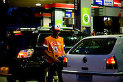 Belo Horizonte _ MG, Brasil...Frentista no posto de gasolina no Bairro Santa Lucia...The gas station attendant in the gas station in Santa Lucia  neighborhood...Foto: LEO DRUMOND /  NITRO