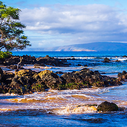 Mokapu Beach Wailea Beach panorama photo in Wailea Makena Maui Hawaii with Kaho'olawe Island Reserve in the background. Panoramic photo ratio is 1:3. Copyright ⓒ 2019 Paul Velgos with All Rights Reserved.