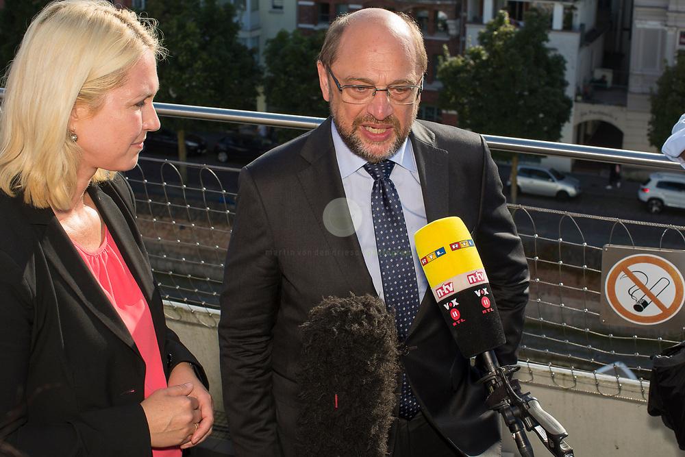 Zum Auftakt der heissen Wahlkampfphase besucht SPD-Kanzlerkandidat Martin Schulz zusammen mit Manuela Schwesig, Ministerpraesidentin des Landes Mecklenburg-Vorpommern, das Ozeaneum Stralsund. Anschließend gibt Schulz ein Statement und beantwortet aktuelle Fragen zum Wahlkampf.