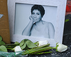 August 16, 2018 - Los Angeles, California, U.S - Flowers and messages are placed on Aretha Franklin's star at the Hollywood Walk of Fame in Los Angeles. Franklin, the glorious 'Queen of Soul' and genius of American song, died Thursday morning at her home in Detroit of pancreatic cancer. She was 76. (Credit Image: © Ringo Chiu via ZUMA Wire)