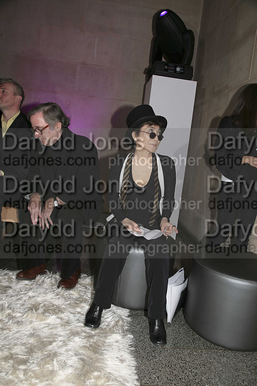 Yoko Ono, Turner Prize 2006. Tate Gallery. London. 4 December 2006. ONE TIME USE ONLY - DO NOT ARCHIVE  © Copyright Photograph by Dafydd Jones 248 CLAPHAM PARK RD. LONDON SW90PZ.  Tel 020 7733 0108 www.dafjones.com