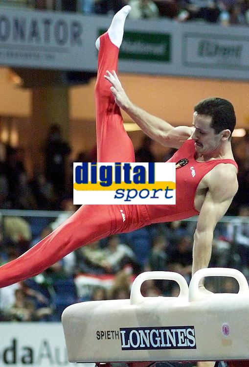 Turn. VM 2002. Debrechen. Ungarn. 22.11.2002.<br /> Marius Urzica, Romania.<br /> Foto: Christian Ballat, Digitalsport