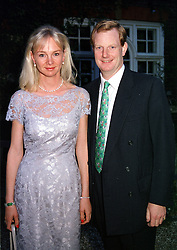The EARL & COUNTESS OF DERBY at a dinner in <br /> London on 22nd May 2000.OEK 112