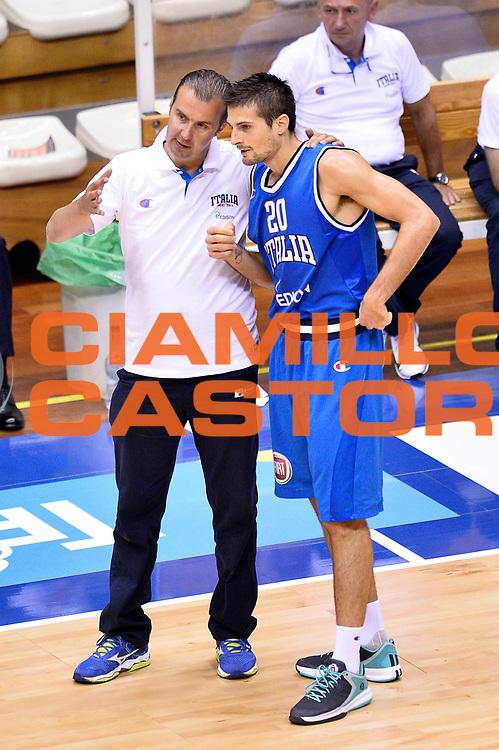 DESCRIZIONE : Trieste Nazionale Italia Uomini Torneo internazionale Italia Bosnia ed Erzegovina Italy Bosnia and Herzegovina<br /> GIOCATORE : Andrea Cinciarini Simone Pianigiani<br /> CATEGORIA : Fairplay<br /> SQUADRA : Italia Italy<br /> EVENTO : Torneo Internazionale Trieste<br /> GARA : Italia Bosnia ed Erzegovina Italy Bosnia and Herzegovina<br /> DATA : 04/08/2014<br /> SPORT : Pallacanestro<br /> AUTORE : Agenzia Ciamillo-Castoria/Max.Ceretti<br /> Galleria : FIP Nazionali 2014<br /> Fotonotizia : Trieste Nazionale Italia Uomini Torneo internazionale Italia Bosnia ed Erzegovina Italy Bosnia and Herzegovina