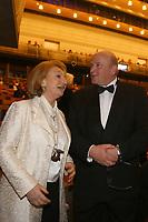 Mannheim. 11.02.18  <br /> Nationaltheater. Gro&szlig;e b&uuml;rgerschaftliche Auszeichnung &quot;Das Bloomaul&quot; an Rolf G&ouml;tz.<br /> Das Auswahlkomitee, darunter Bert Siegelmann, Achim Weizel und Marcus Haas, entschied sich f&uuml;r Rolf G&ouml;tz. Helen Heberer h&auml;lt die Laudatio.<br /> Bild-ID 059   Markus Pro&szlig;witz 11FEB18 / masterpress