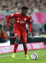 13.01.2019, Merkur Spiel Arena, Duesseldorf, GER, Telekom Cup, FC Bayern Muenchen vs Borussia Moenchengladbach, im Bild Alphonso Davies (Muenchen) mit Ball // during the Telekom Cup Match between FC Bayern Muenchen and Borussia Moenchengladbach at the Merkur Spiel Arena in Duesseldorf, Germany on 2019/01/13. EXPA Pictures © 2019, PhotoCredit: EXPA/ Eibner-Pressefoto/ Mario Hommes<br /> <br /> *****ATTENTION - OUT of GER*****