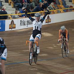 28-12-2014: Wielrennen: NK Baanwielrennen: Apeldoorn Tweede titel in Apeldoorn voor Kirsten Wild na de achtervolging nu de puntenkoers