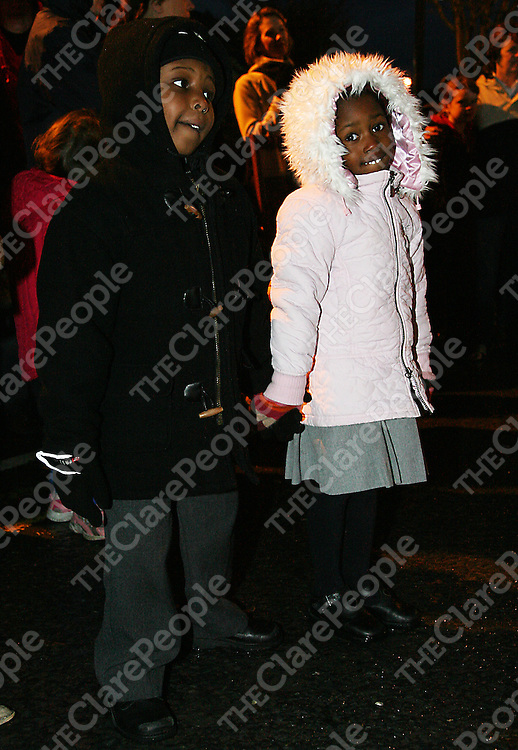 Friends Marcus and Jacqueline didn't let the heavy rain dampen their spirits at the annual switching on of the Christmas lights in Ennis on Thursday evening.<br />