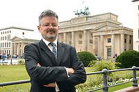 04 JUL 2007, BERLIN/GERMANY:<br /> Christopher Clark, Historiker, Professor fuer Neuere Europaeische Geschichte am St. Catharine's College, Cambridge, vor dem Brandenburger Tor, Pariser Platz<br /> IMAGE: 20070704-01-055