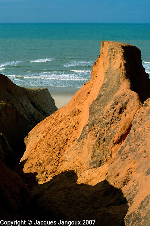 Brazil, Ceara, Atlantic coast, eroded sandy cliffs at Morro Branco Beach.