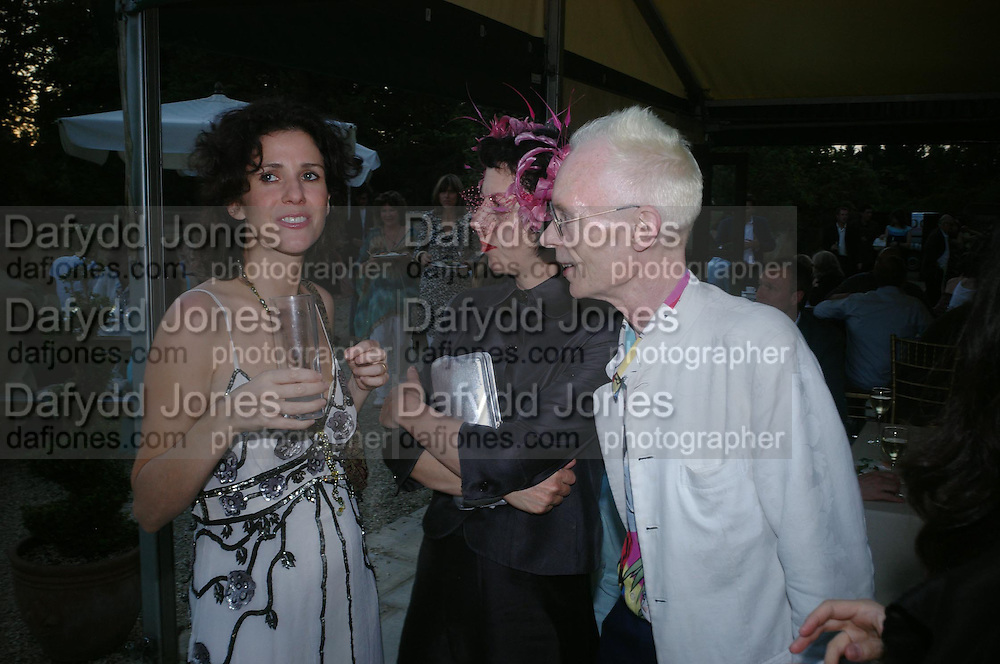 Mollie Dent-Brocklehurst, Isabella Blow and Anthony Fawcett.  Mollie Dent-Brocklehurst and Vanity Fair host  the opening of 'Vertigo'  a mixed art exhibition at Sudeley Castle. Winchombe, Gloucestershire. 18 June 2005. ONE TIME USE ONLY - DO NOT ARCHIVE  © Copyright Photograph by Dafydd Jones 66 Stockwell Park Rd. London SW9 0DA Tel 020 7733 0108 www.dafjones.com