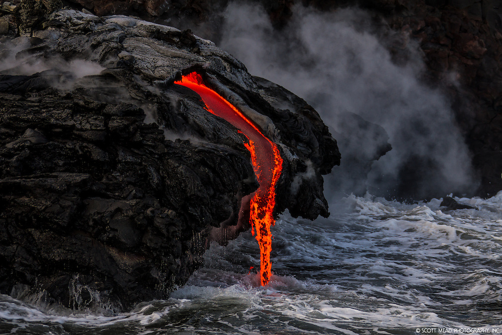 Flowing molten lava from Kilauea, Volcano National Park, Big Island, Hawaii