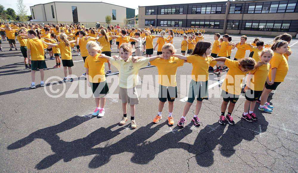 A group of students line dance while they await the drone at Nativity of Our Lord school Monday September 21, 2015 in Warminster, Pennsylvania.   (Photo By William Thomas Cain)