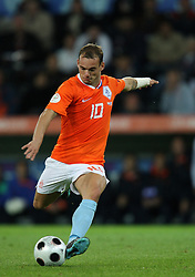 WESLEY SNEIJDER.HOLLAND  REAL MADRID.EURO 2008 HOLLAND V FRANCE.STADE DE SUISSE, BERNE, SWITZERLAND.13 June 2008.DIT79026..  .WARNING! This Photograph May Only Be Used For Newspaper And/Or Magazine Editorial Purposes..May Not Be Used For, Internet/Online Usage Nor For Publications Involving 1 player, 1 Club Or 1 Competition,.Without Written Authorisation From Football DataCo Ltd..For Any Queries, Please Contact Football DataCo Ltd on +44 (0) 207 864 9121