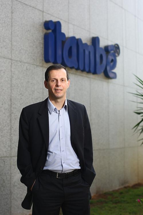 Belo Horizonte_MG, Brasil.<br /> <br /> Alexandre Almeida, presidente da empresa Itambe.<br /> <br /> Alexandre Almeida, president of Itambe.<br /> <br /> Foto: HUGO CORDEIRO / NITRO