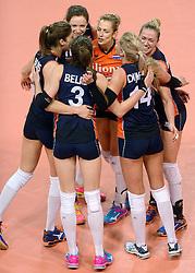 07-01-2016 TUR: European Olympic Qualification Tournament Nederland - Kroatie, Ankara<br /> Nederland verslaat Kroatië met 3-0 en gaat als groepswinnaar de halve finale in / Debby Stam-Pilon #16 wordt omhelst door Laura Dijkema #14 als zij een prachtige redding had waardoor Nederland kon scoren. Maret Balkestein-Grothues #6, Lonneke Sloetjes #10, Anne Buijs #11, Yvon Belien #3, Laura Dijkema #14
