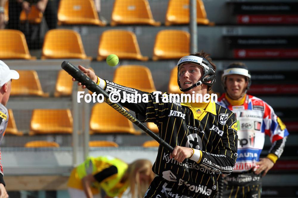 2.6.2013, Kouvola.<br /> Superpesis 2013, Kouvolan Pallonly&ouml;j&auml;t - Jymy-Jussit Sein&auml;joki.<br /> Jani Ahonen - KPL