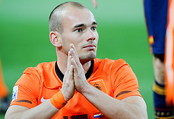 11.07.2010, Soccer-City-Stadion, Johannesburg, RSA, FIFA WM 2010, Finale, Niederlande (NED) vs Spanien (ESP) im Bild Vizeweltmeister Wesley Sneijder nach der Niederlage gegen Spanien bitter enttäuscht, EXPA Pictures © 2010, PhotoCredit: EXPA/ InsideFoto/ Perottino *** ATTENTION *** FOR AUSTRIA AND SLOVENIA USE ONLY! / SPORTIDA PHOTO AGENCY