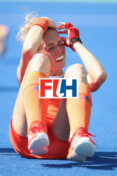 RIO DE JANEIRO, BRAZIL - AUGUST 17:  Willemijn Bos of the Netherlands hold her head after being struck during the womens semifinal match between the Netherlands and Germany on Day 12 of the Rio 2016 Olympic Games at the Olympic Hockey Centre on August 17, 2016 in Rio de Janeiro, Brazil.  (Photo by Mark Kolbe/Getty Images)