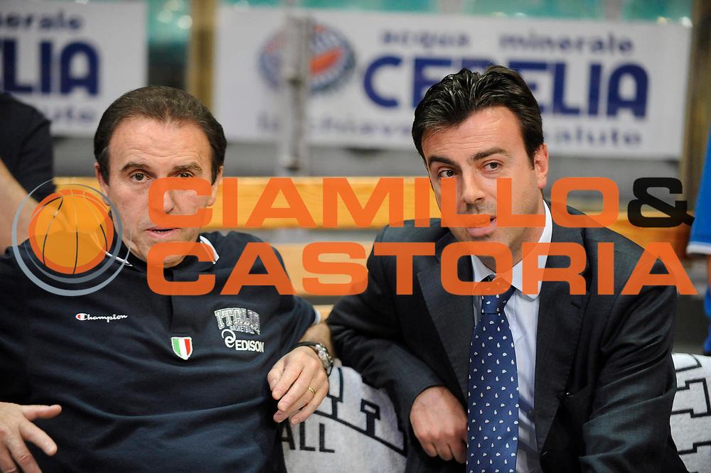 DESCRIZIONE : Bologna Raduno Collegiale Nazionale Maschile Italia Giba All Star<br /> GIOCATORE : Carlo Recalcati Angelo Barnaba<br /> SQUADRA : Nazionale Maschile Italia<br /> EVENTO : Raduno Collegiale Nazionale Maschile<br /> GARA : Italia Giba All Star<br /> DATA : 04/06/2009<br /> CATEGORIA : coach<br /> SPORT : Pallacanestro<br /> AUTORE : Agenzia Ciamillo-Castoria/G.Ciamillo