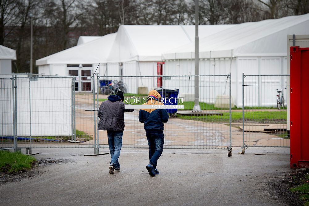 opvangkamp voor asielzoekers en vluchtelingen in het Burgemeester in Ôt Veldpark