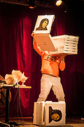 Dimanche 15 octobre, Sala Rossa. Avec Pascal-Angelo Fioramore, Julie McInnes, Nina Segalowitz, Marly Fontaine, Gaétan Nadeau, Geneviève et Matthieu. Animé par Kama La Mackerel. Cette soirée se veut un hommage à des performeuses et performeurs connus pour leur présence physique sur scène et la singularité de leur démarche. Poète improvisateur, musicienne carnavalesque, conteuse inuite, performeuse innue, comédien charismatique et duo iconoclaste et déjanté. Place à l'audace et à la performance.